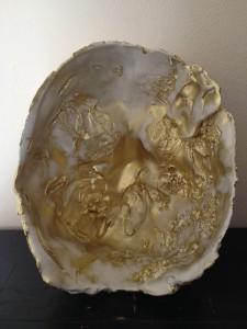 Teunie,gouden duo, 2015, gietklei, messingpoeder, 16 x 18 cm.